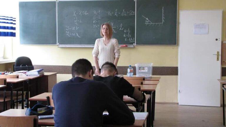 """Bezpłatna szkoła dla dorosłych """"Cosinus"""" z ofertą w Mechanie"""